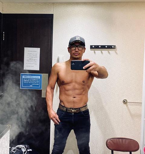 魔裟斗 の肉体美にファン仰天 「今日の筋肉85点」の自己採点でも「すげぇ」「やばすぎ」の声