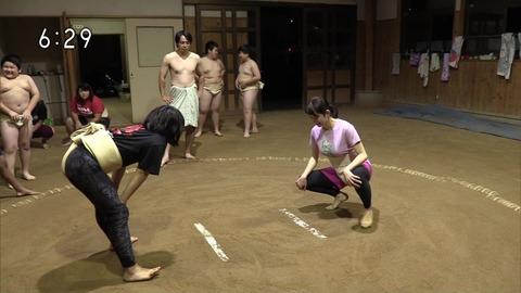 NHKの巨.乳アナが女子相撲に挑戦した結果wwwwwwwwww