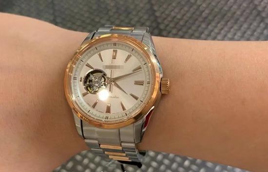 【画像】ワイ26歳、ついに機械式の腕時計を購入wwwww