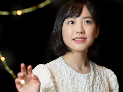 【朗報】芦田愛菜16歳「好きな異性の仕草は腕まくり。見える筋肉が好き」