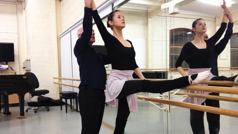 小西真奈美 バレエで鍛えた「スタイル美」にホレボレ