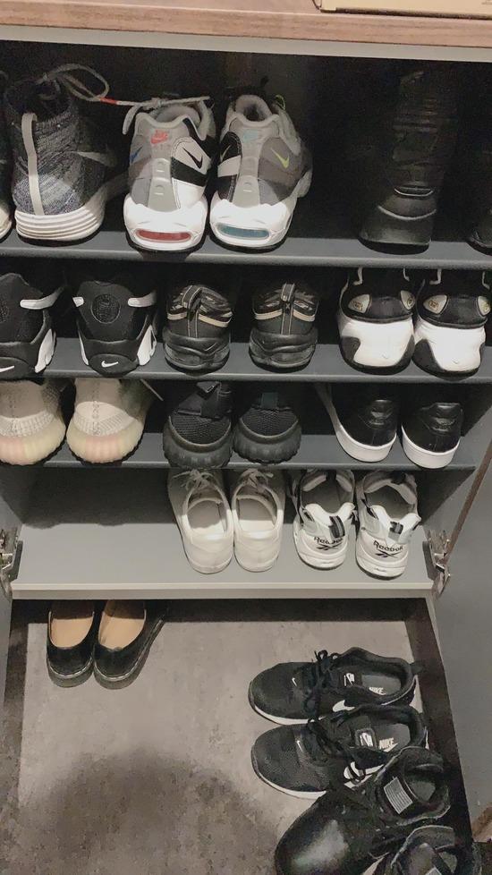 【画像】最近スニーカーにハマり始めた僕の靴箱みてってwwwwww