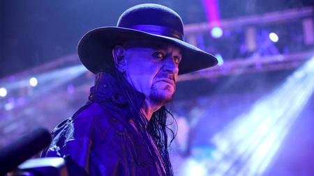 【WWE】ジ・アンダーテイカーがリングで引退宣言「安らかに眠らせる時が来た」