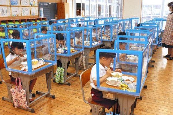 今時の小学校、こんな食事風景になっていた(2020年6月)