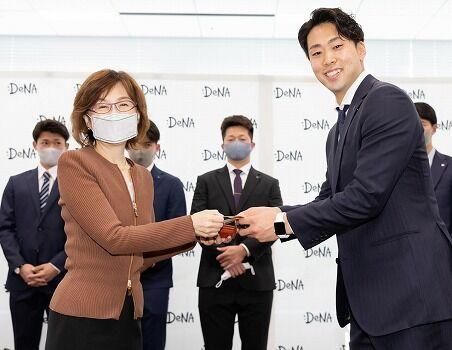 DeNA南場オーナー「優勝しろ」→梶谷井納放出、外国人はキャンプイン間に合わず←これwwww