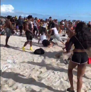 【悲報】陽キャさん、砂浜でガチのケンカをしてしまう…