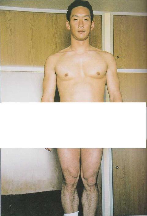 【画像】ワイが鍛え上げた筋肉に点数つけてや