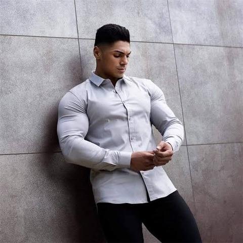 【悲報】まんさん、とんでもないピチピチエッチなシャツで出社wwwwwwwwww