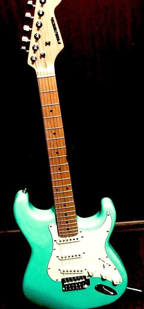 【画像】何色か意見が分かれるギターが発見されるwwywwyww